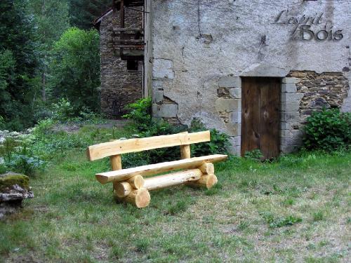 L\'esprit des bois - Aménagements d\'extérieur en rondins de bois brut.
